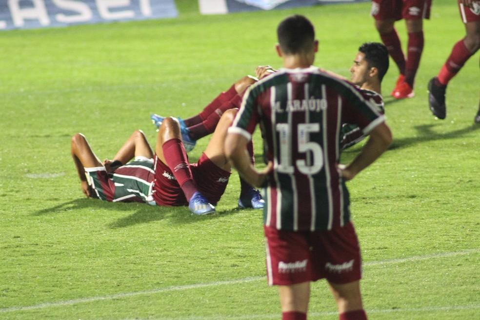 Jogadores do Fluminense após gol do Bragantino — Foto: Agência Estado