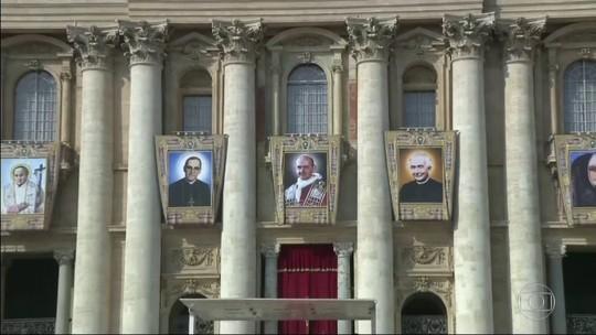 Sete novos santos são canonizados em cerimônia na Praça São Pedro