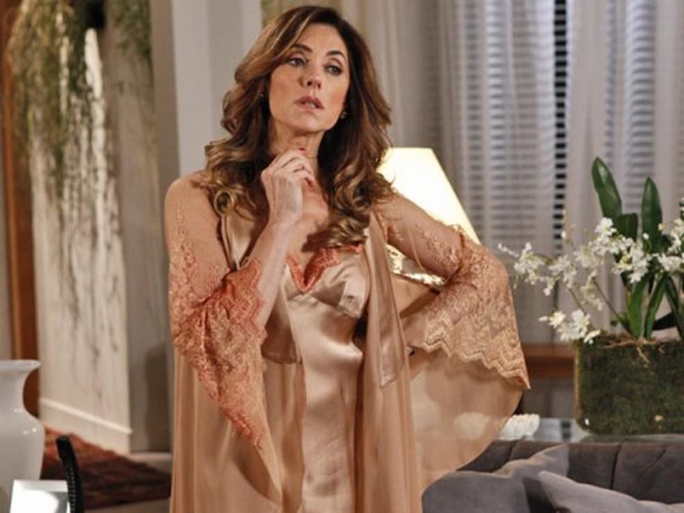 Tereza Cristina troca senha do cofre por noite de sexo com Pereirinha em 'Fina Estampa' — Foto: Globo
