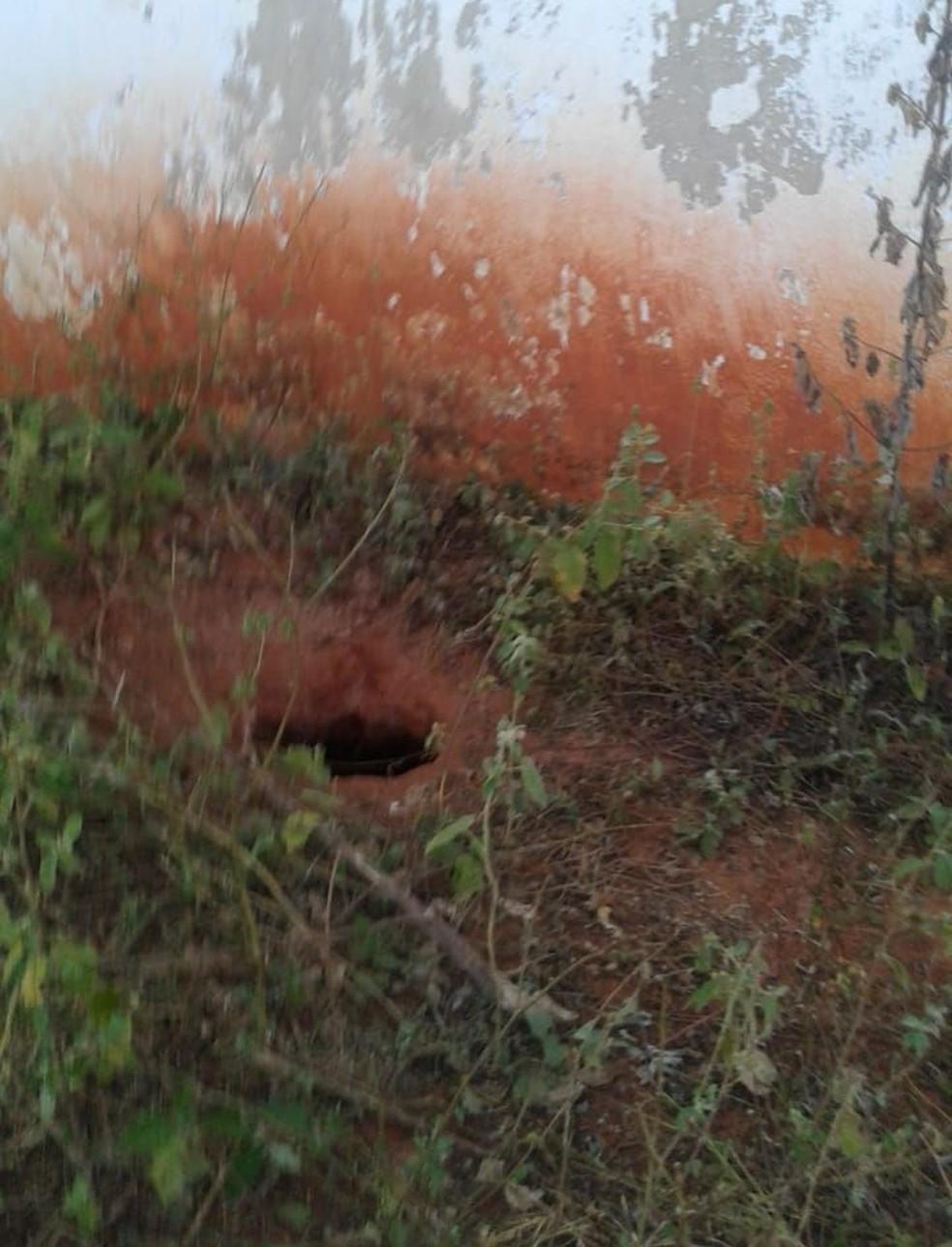Vinte detentos fogem da Penitenciária Industrial Regional do Cariri, no Ceará, por meio de um túnel.  (Foto: Reprodução/TV Verdes Mares)