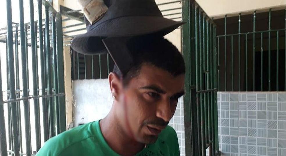 Detento ficou com faca cravada na cabeça após briga em penitenciária, no Grande Recife (Foto: Sindasp/Divulgação)