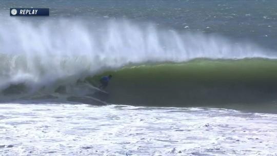 Connor O'Leary pega um belo tibo com nota 9.40 no Mundial de Surf em Portugal