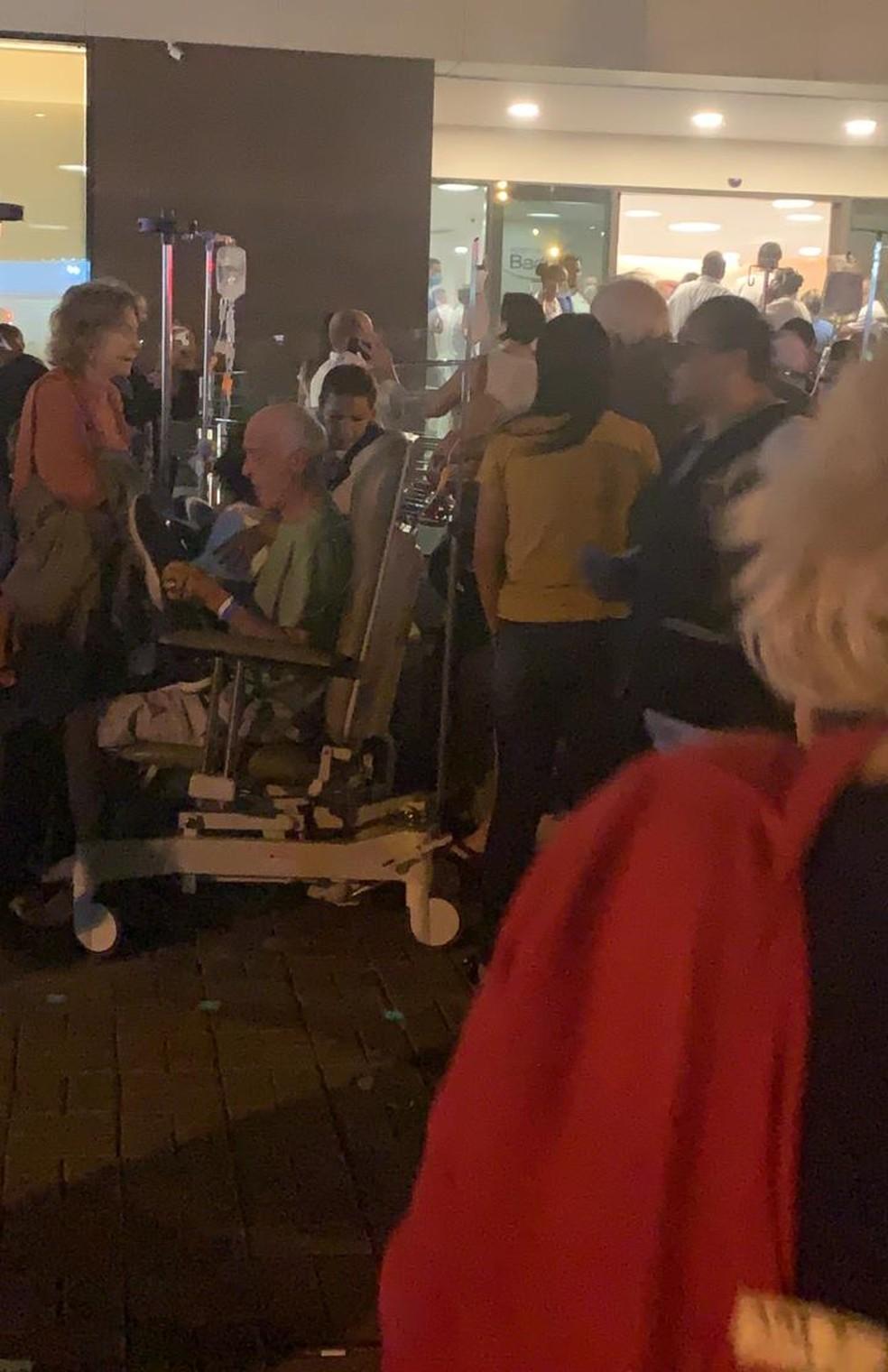 Pacientes são retirados do Hospital Badim — Foto: Reprodução/Redes Sociais