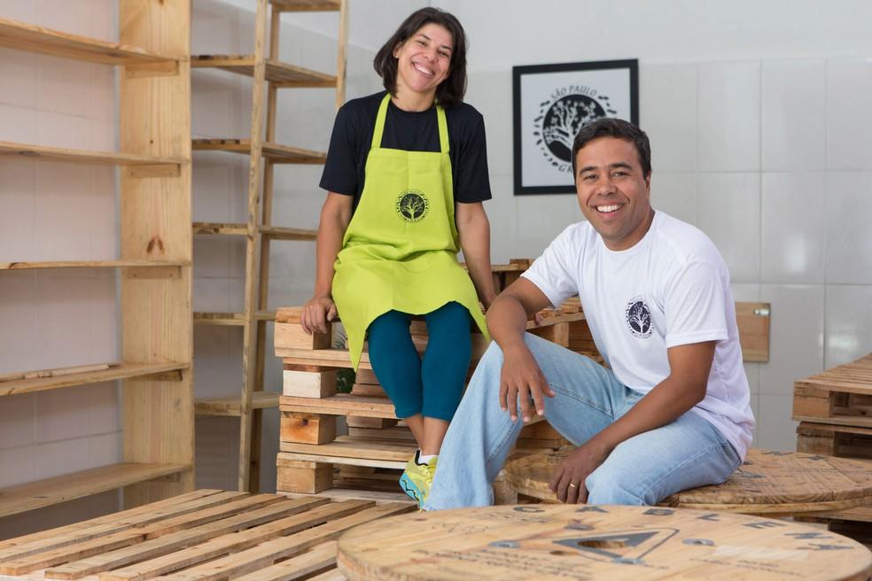2017: Roberto e Zuleide em dezembro do ano passado antes da abertura da loja em Mogi — Foto: Marcelo Brandt/G1