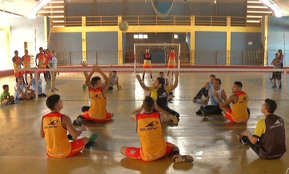 Volei Sentado será uma das modalidades oferecidas (Foto: TV Tapajós/Reprodução)