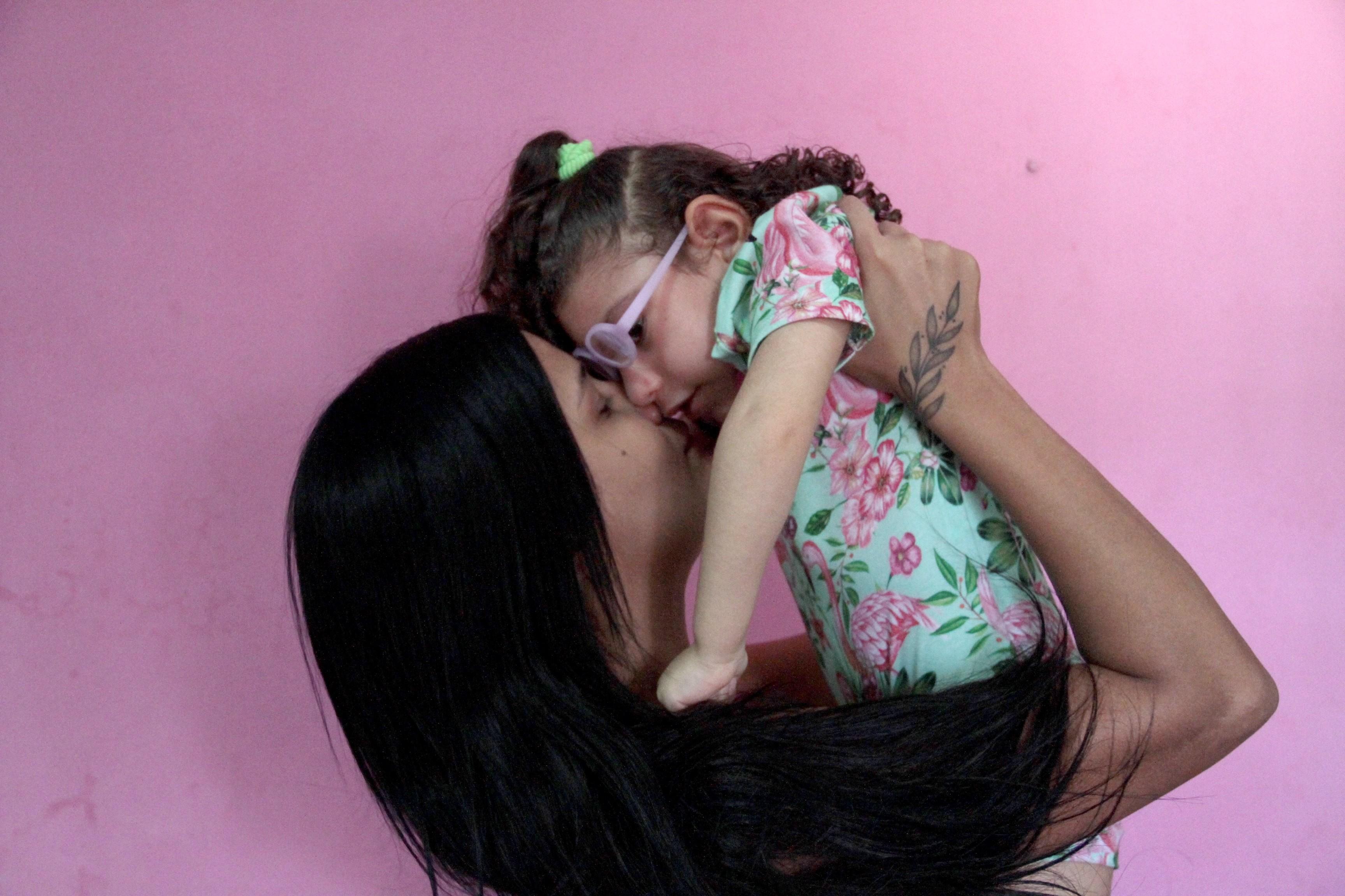 'Eu e ela, não existe mais ninguém', diz mãe de criança com zika congênita, na PB