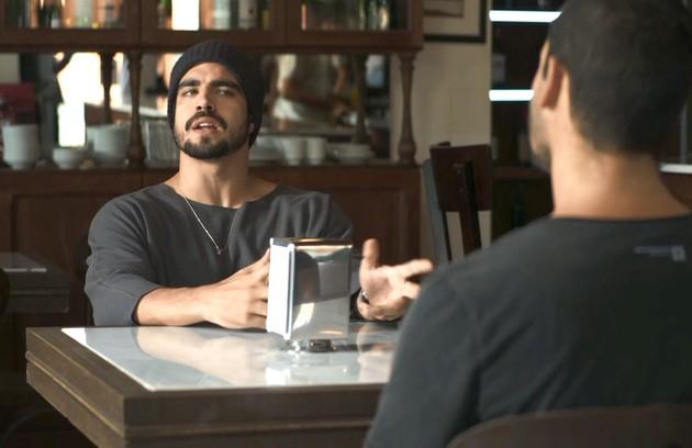 Na quarta (14), Rocl (Caio Castro) vai descobrir que Josiane tem um caso com Régis (Reynaldo Gianecchini) (Foto: Reprodução)