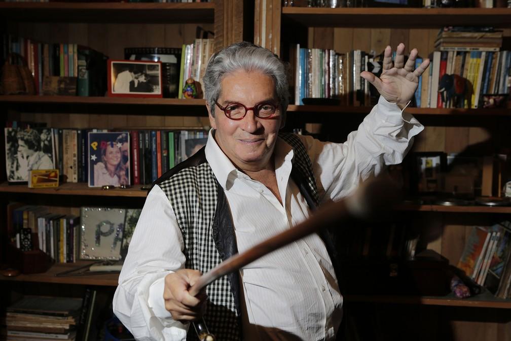 O ator, dramaturgo e cineasta brasileiro Domingos Oliveira posa para foto em seu apartamento no Leblon, onde morreu neste sábado — Foto: Wilton Junior/Estadão Conteúdo/Arquivo