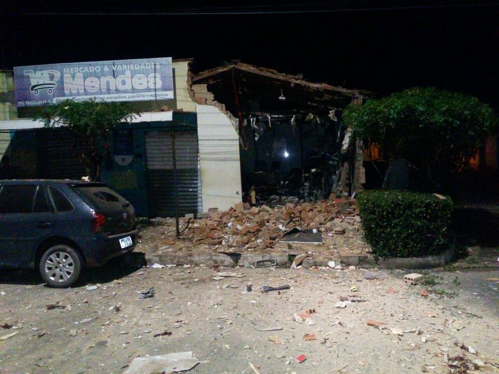 Bandidos explodiram pontos comerciais em Aldeias Altas (Foto: Divulgação/PM)