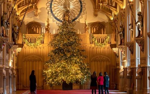 Árvore de natal da família real britânica tem 6 metros de altura