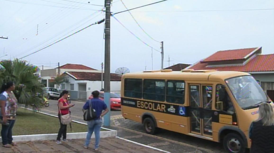 Estudantes voltam às aulas após 14 dias sem transporte escolar em Itaporanga