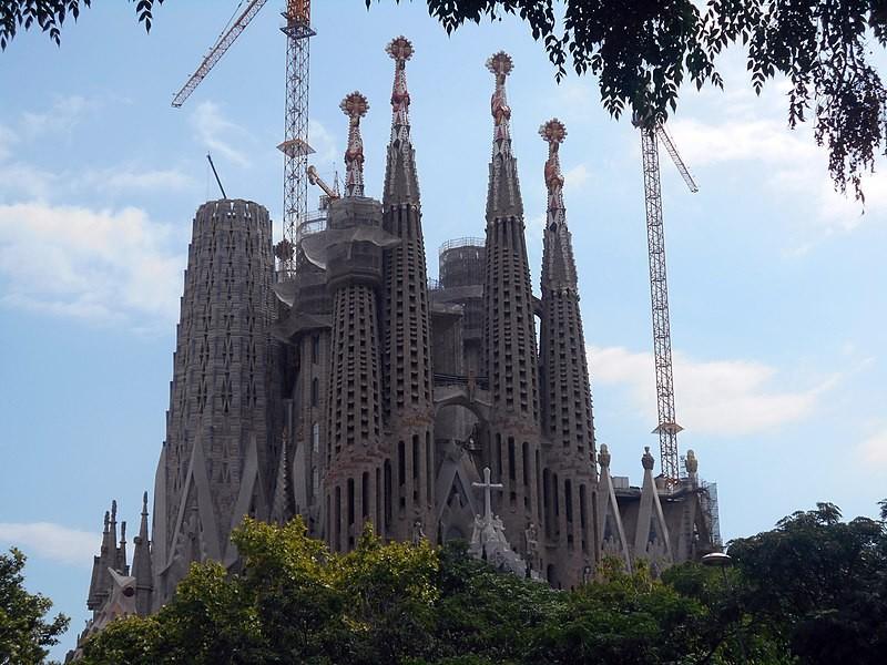 A Sagrada Família foi considerada um dos patrimônios culturais da humanidade pela Unesco — mesmo antes do fim de suas construções (Foto: Wikimedia Commons)