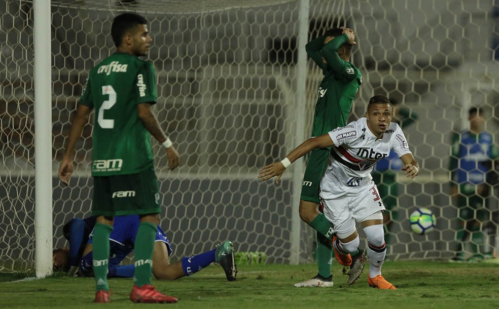 Geovane, do São Paulo, comemora o gol de empate contra o Palmeiras (Foto: Rubens Chiri/saopaulofc.net)