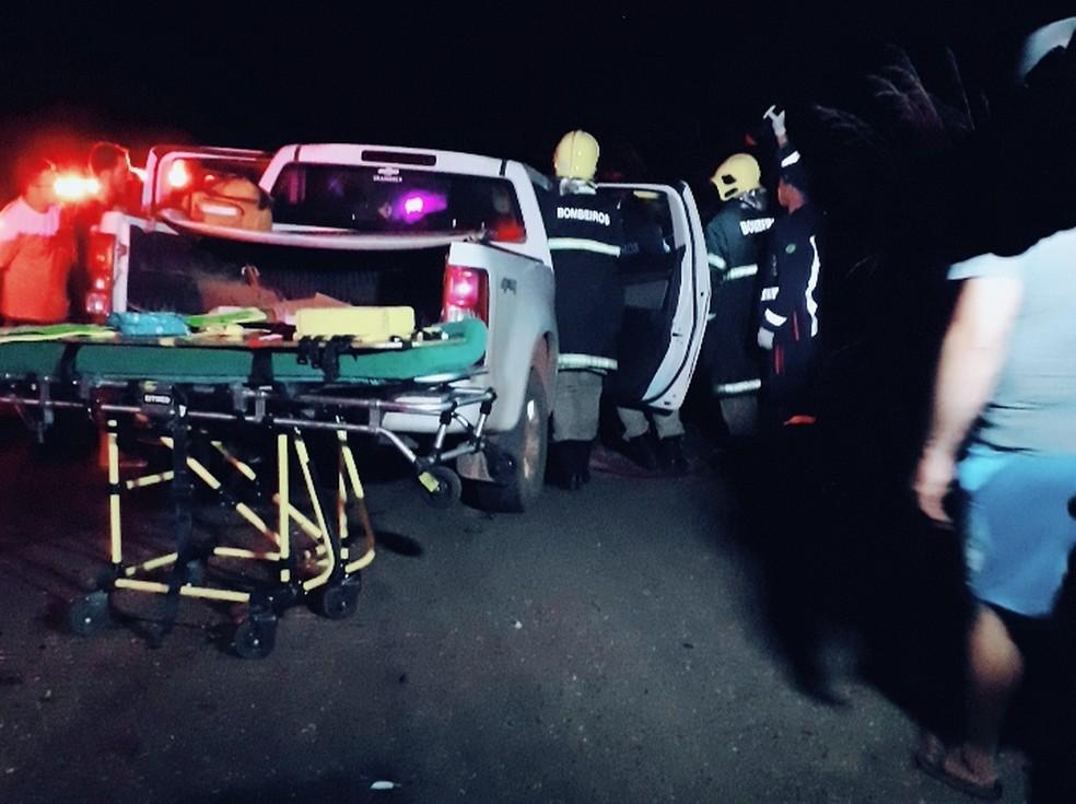 Acidente entre uma caminhonete da Justiça Eleitoral e um caminhão deixou oito pessoas — Foto: Corpo de Bombeiros de Mato Grosso/Assessoria