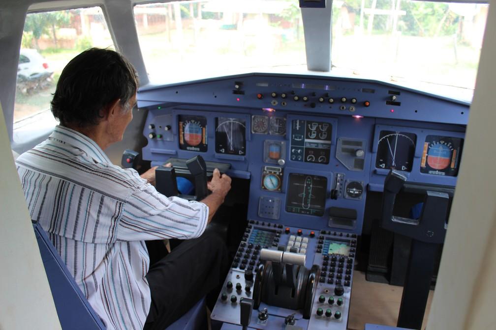 Geraldo atualizou paniel de controle — Foto: Jheniffer Núbia