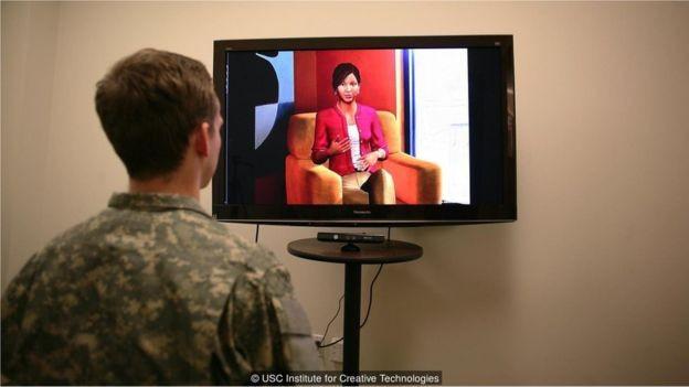 Um terapeuta virtual que analisa a linguagem corporal e o tom de voz usado pelos pacientes pode identificar sinais de depressão ou de TEPT (Foto: USC INSTITUTE FOR CREATIVE TECHNOLOGIES via BBC News Brasil)