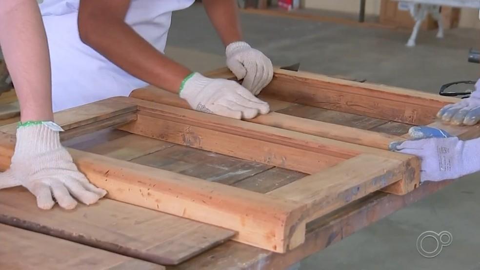 Jovens restauram peças históricas de Itu — Foto: Reprodução/TV TEM