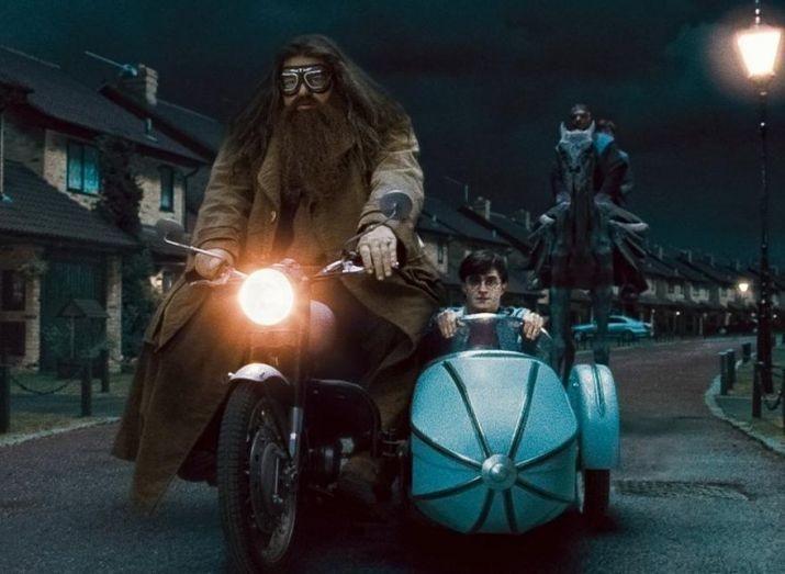 Hagrid e Harry em 'Relíquias da Morte - Parte 1' (Foto: Divulgação)