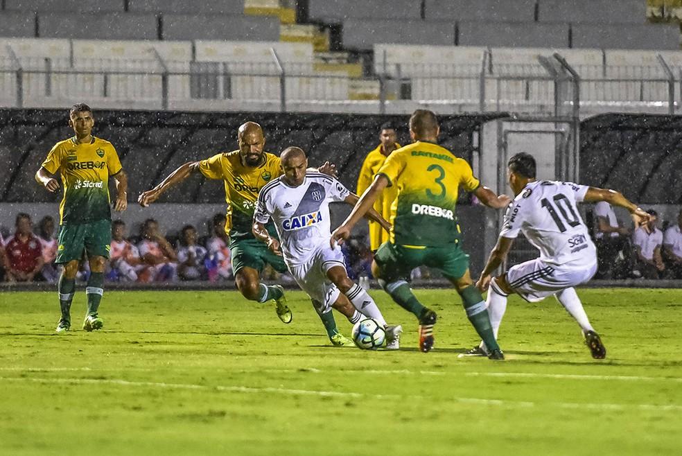 Cuiabá eliminou a Ponte Preta na segunda fase da Copa do Brasil 2017 (Foto: Fábio Leoni / PontePress)