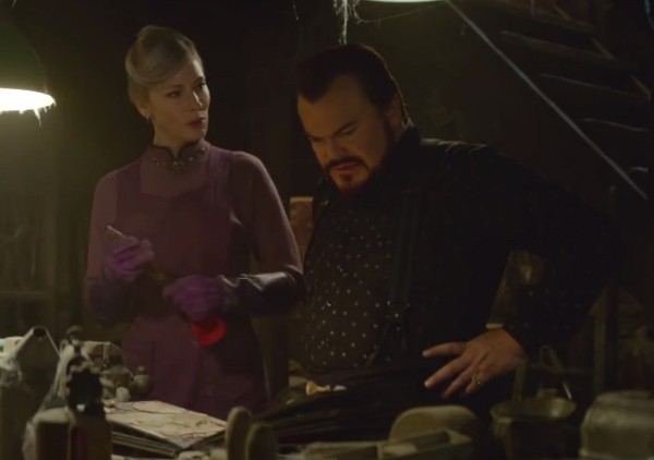 A atriz Cate Blanchett e o ator Jack Black em cena de O Mistério do Relógio na Parede (Foto: Reprodução)
