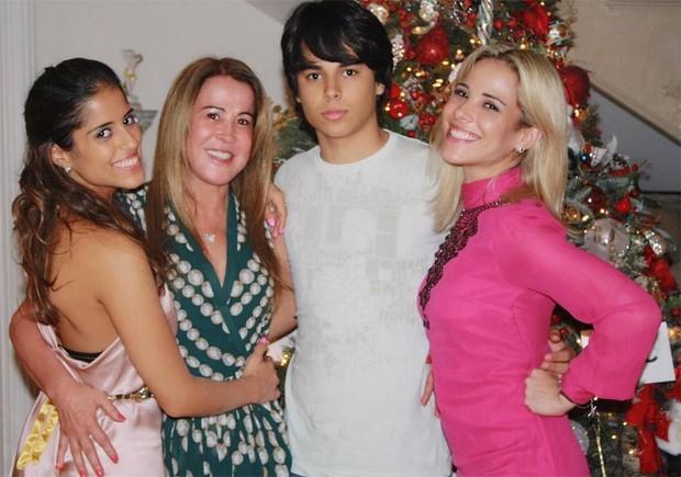 Zilu Godoi e os filhos, Camila, Igor e Wanessa Camargo  (Foto: Reprodução / Instagram)