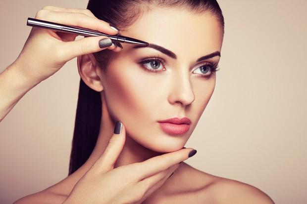 Encontre o tom de maquiagem certo para as suas sobrancelhas (Foto: Thinkstock)