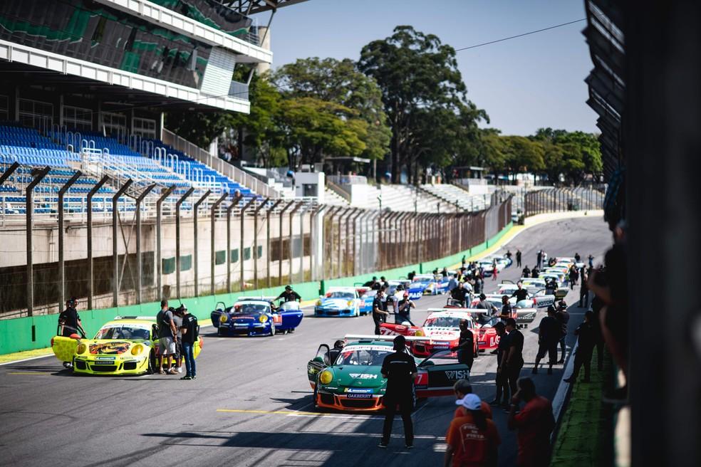 Porsche Cup Brasil teve arquibancadas vazias em março — Foto: Victor Eleutério