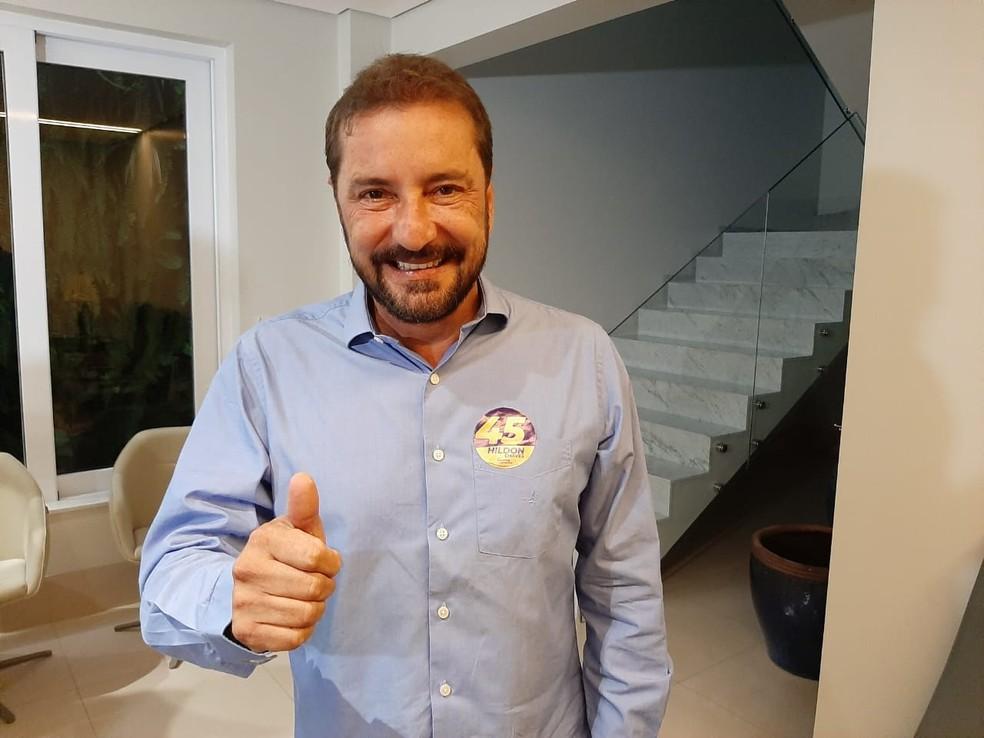 Hildon Chaves, do PSDB, posa para foto após vencer nas urnas em Porto Velho — Foto: Diêgo Holanda/G1