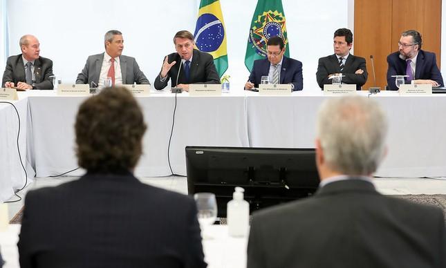 O ministro Ernesto Araújo (no canto à direita da foto), em reunião citada por Sergio Moro como prova contra Jair Bolsonaro