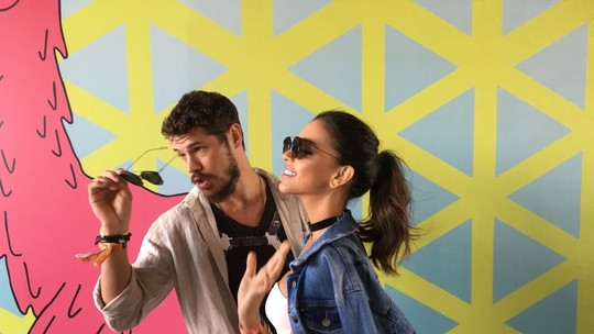 Mariana Rios e José Loreto brincam ser 'gêmeos' no Lollapalooza