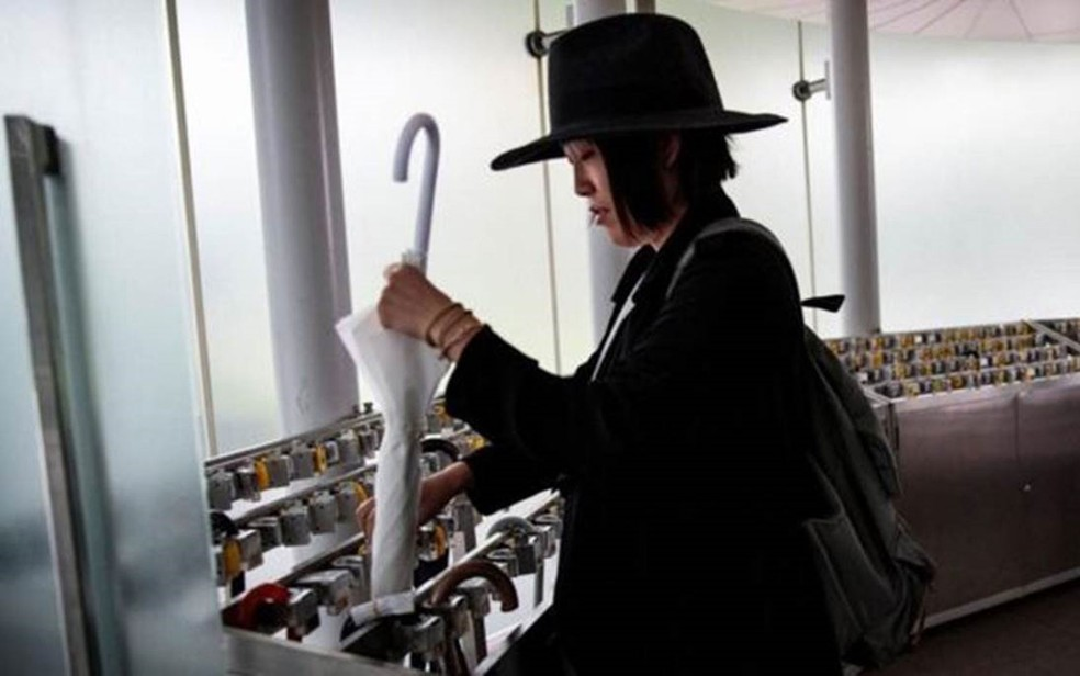 O conceito de propriedade comum é quase inexistente no Japo, a no ser por algumas pessoas que consideram os guarda-chuvas algo assim — Foto: Getty Images/BBC
