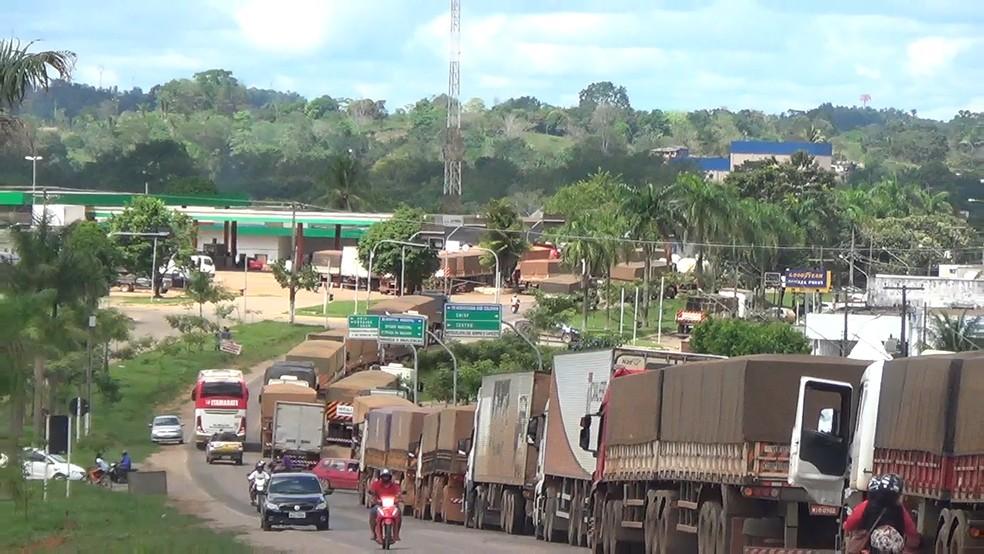 Caminhoneiros fazem paralisação em Rondônia (Foto: Reprodução/ Rede Amazônica)