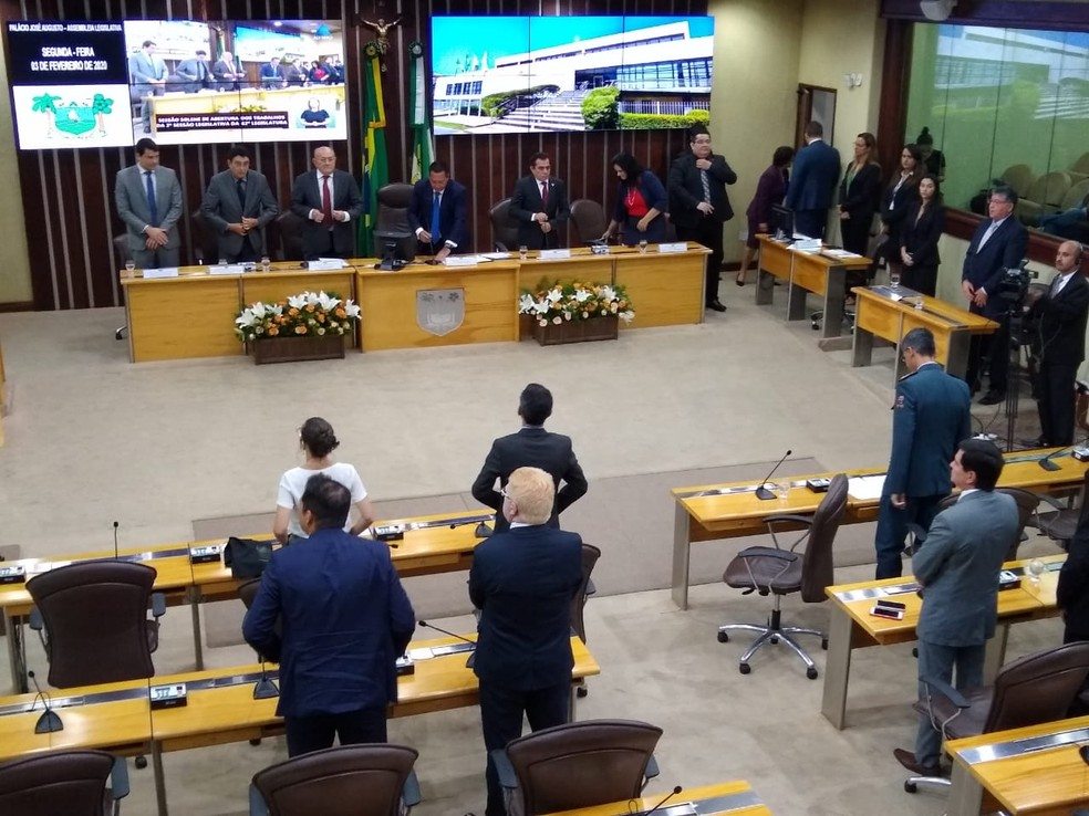 Sessão na Assembleia Legislativa durou menos de 10 minutos e não teve a leitura da mensagem anual da governadora — Foto: Igor Jácome/G1