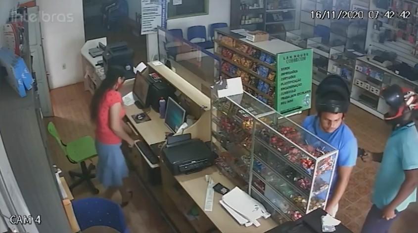 Assaltante que aparece rendendo cliente em lan house no interior do Acre é preso