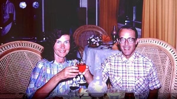 Jerry e Rita Alter em uma foto antiga, o casal é suspeito do roubo de um quadro do pintor Willem de Kooning (1904-1997) no ano de 1985 (Foto: Reprodução)