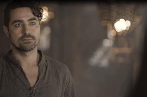 Ricardo Pereira é Virgílio em 'Deus salve o rei' (Foto: Reprodução)