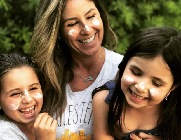 Patricia brincando com as filhas (Foto: Reprodução Instagram)
