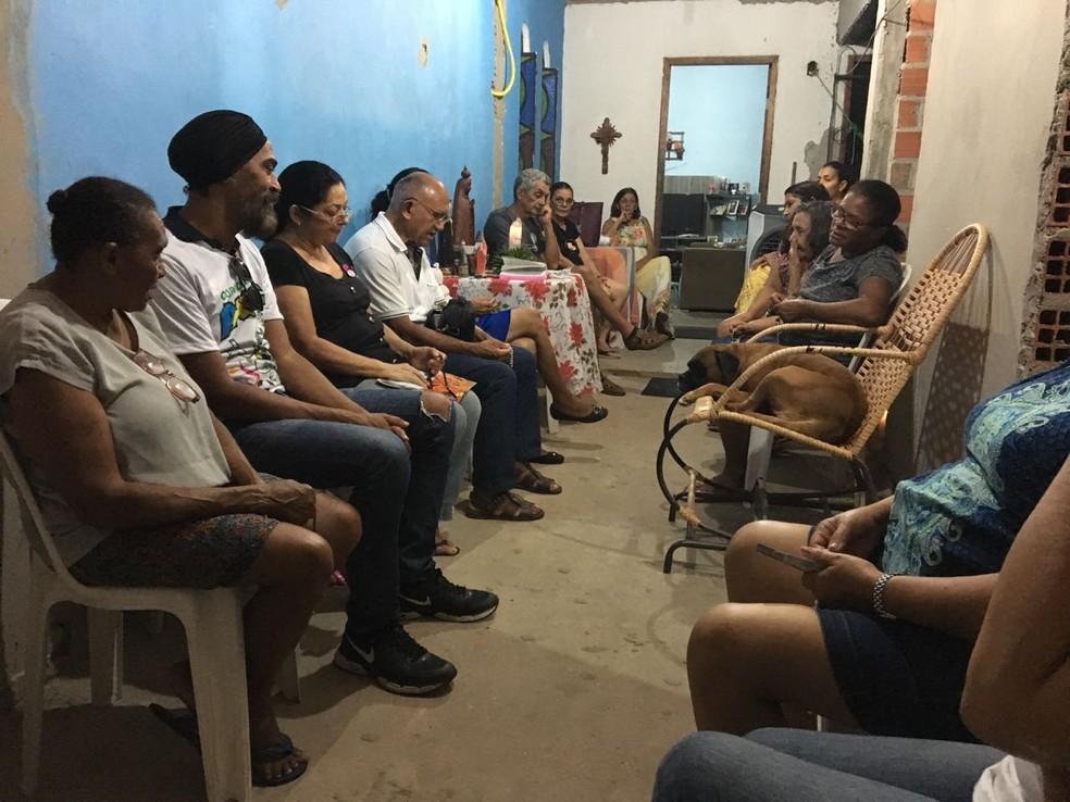 Belinha acompanhou inclusive as orações que passaram a acontecer após a morte de Telma (Foto: Dionísio Neto/Arquivo pessoal)