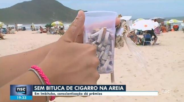 Bituca de cigarro passa a valer como prêmio em ação ambiental na Praia do Rosa, em Imbituba