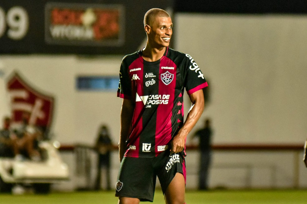 Lucas Cândido pelo Vitória — Foto: Pietro Carpi / EC Vitória / Divulgação