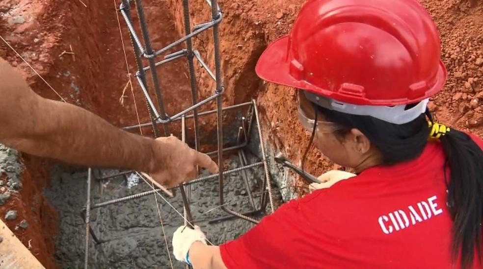 -  Mulheres participam de curso para pedreira em Pouso Alegre  MG   Foto: Reprodução/EPTV