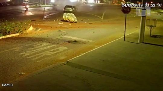 Amigos que voltavam de festa morrem após baterem carro em pedra em MT; veja vídeo