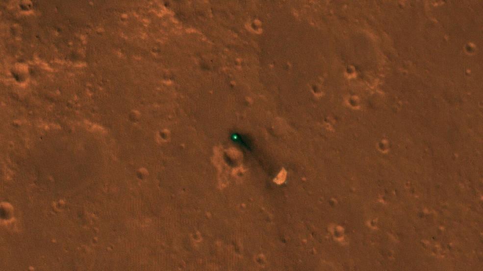 A InSight está a 300 metros de seu escudo e paraquedas (Foto: NASA/JPL-Caltech/University of Arizona)