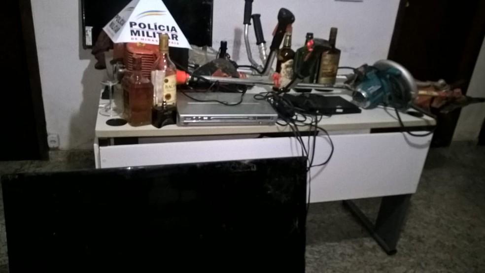 Os bandidos levaram diversos materiais além de R$500 (Foto: Polícia Militar/ Divulgação)