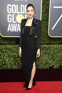 Gal Gadot, de Tom Ford e joias Tiffany