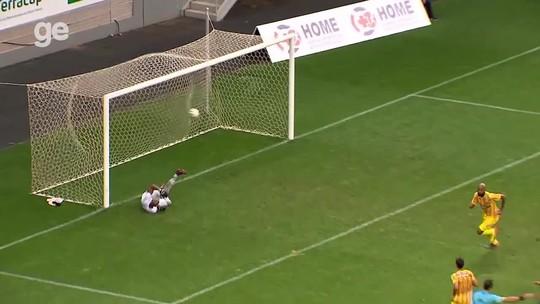 Em jogo movimentado, Brasiliense derrota Gama de virada e respira no Candangão