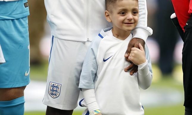 Morre menino que virou símbolo do futebol inglês