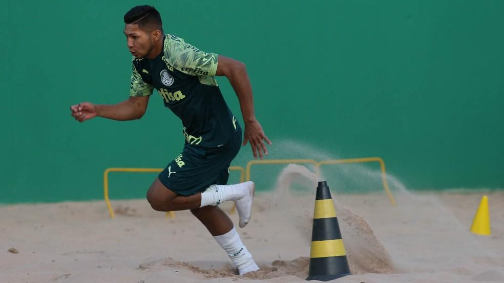 Rony, atacante do Palmeiras, durante treinamento físico na Academia — Foto: Cesar Greco/Ag. Palmeiras
