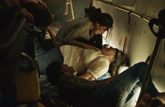Um grave acidente de ônibus marcou a segunda temporada de 'Sob pressão'. Carolina (Marjorie Estiano) e outros passageiros ficaram feridos (Foto: Reprodução TV Globo)