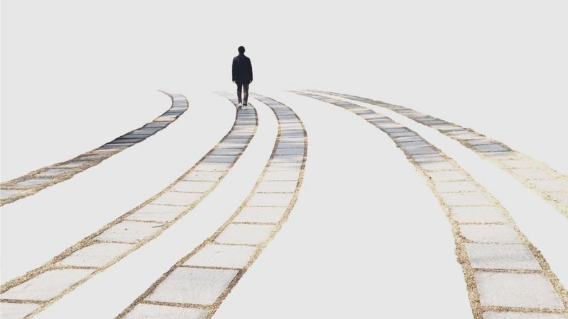 Solidão pode ser oportunidade de cultivar de forma mais profunda o mundo interior, defende psicoterapeuta (Foto: GETTY IMAGES)